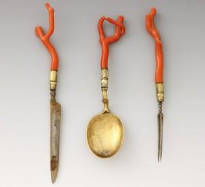 Das Essen mit Messer, Gabel und Löffel